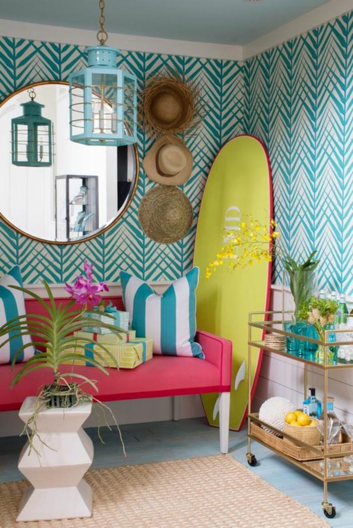 salon-moderne-coloré-papier-peint-tropical-blanc-et-bleu