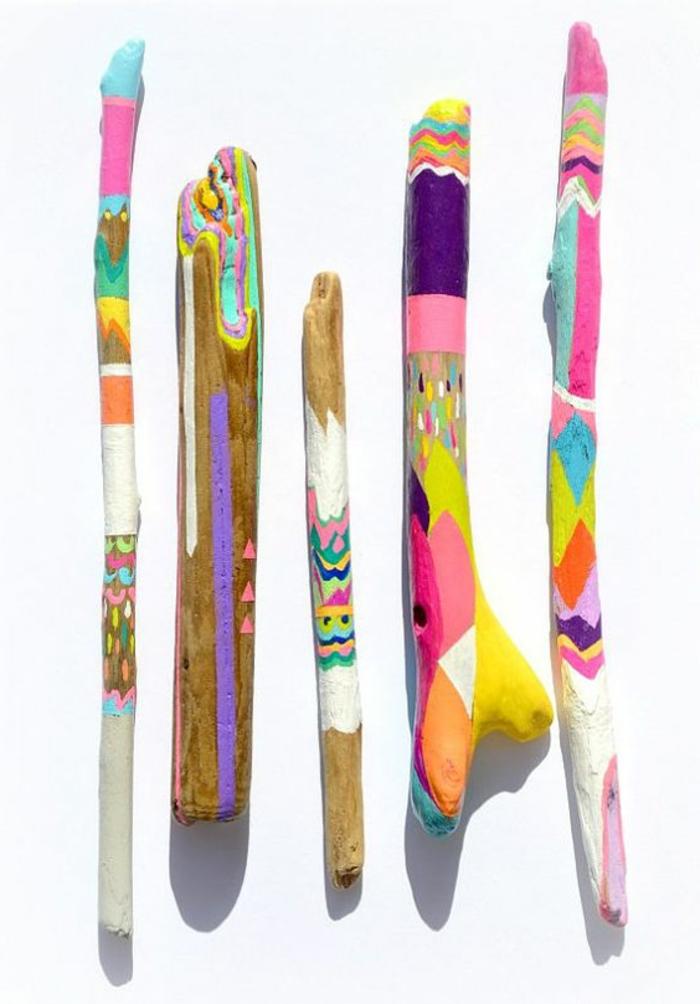 sculpture bois flotté, créations art multicolores