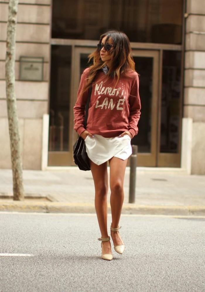 une jupe courte se style portefeuille, une morphologie en h comme s'habiller en fonction de sa silhouette