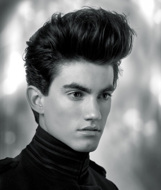 coiffure années 50 style banane vers le haut