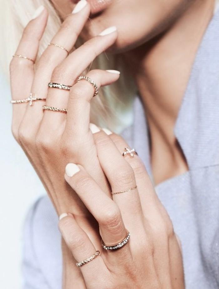 des anneaux élégants pour jouer sur l'accumulation, tendance fine bague dorée