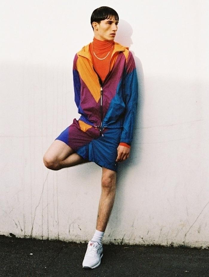 surtement sport homme vintage coloré et reebok classic blanches