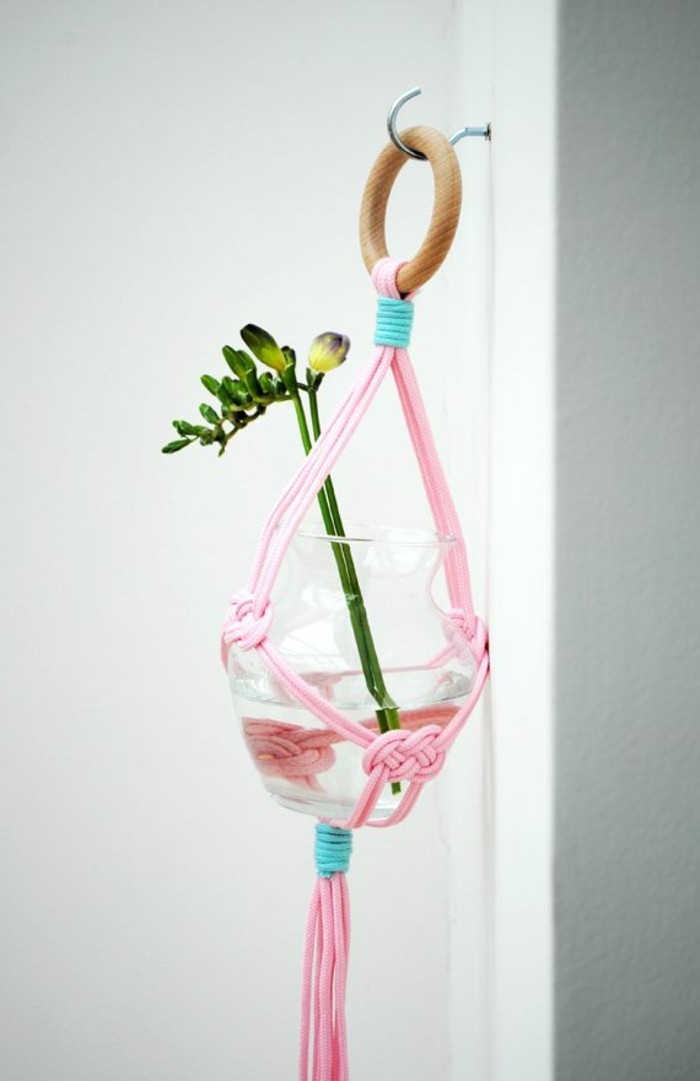 diy macramé, suspension plante, corde rose, plante verte, vase en verre, macramé technique