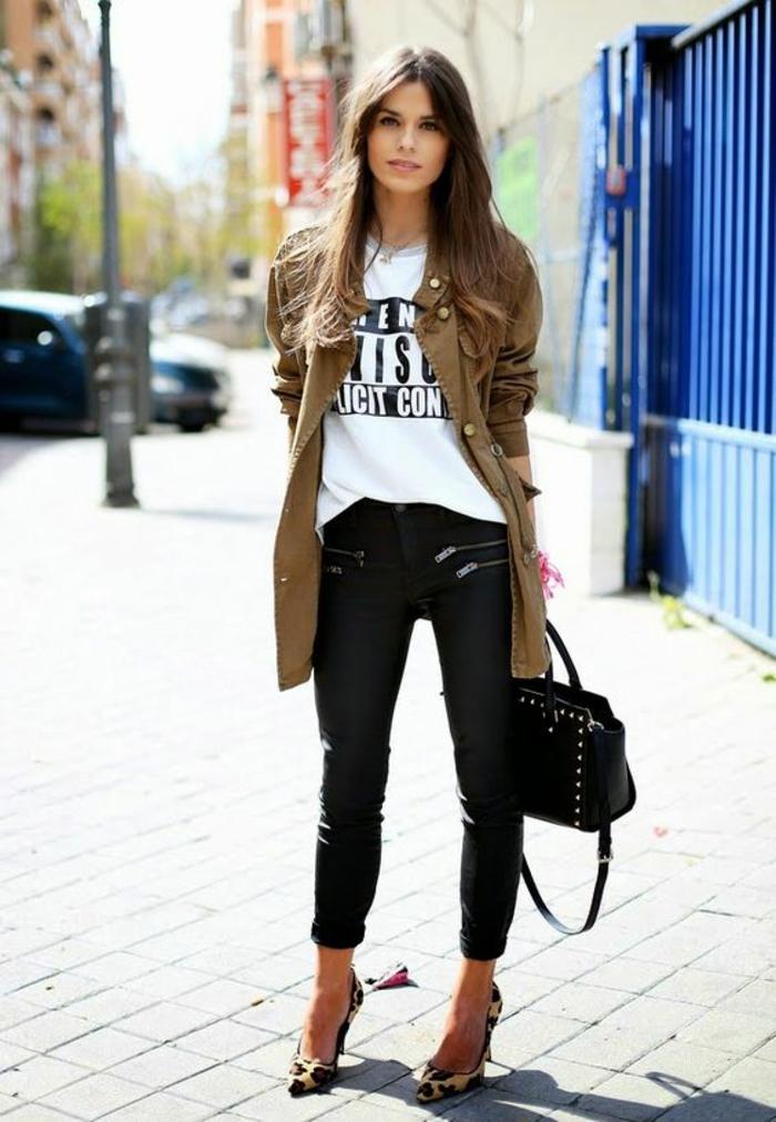 t-shirt-imprimé-veste-kaki-slim-cuir-escarpins-à-talons