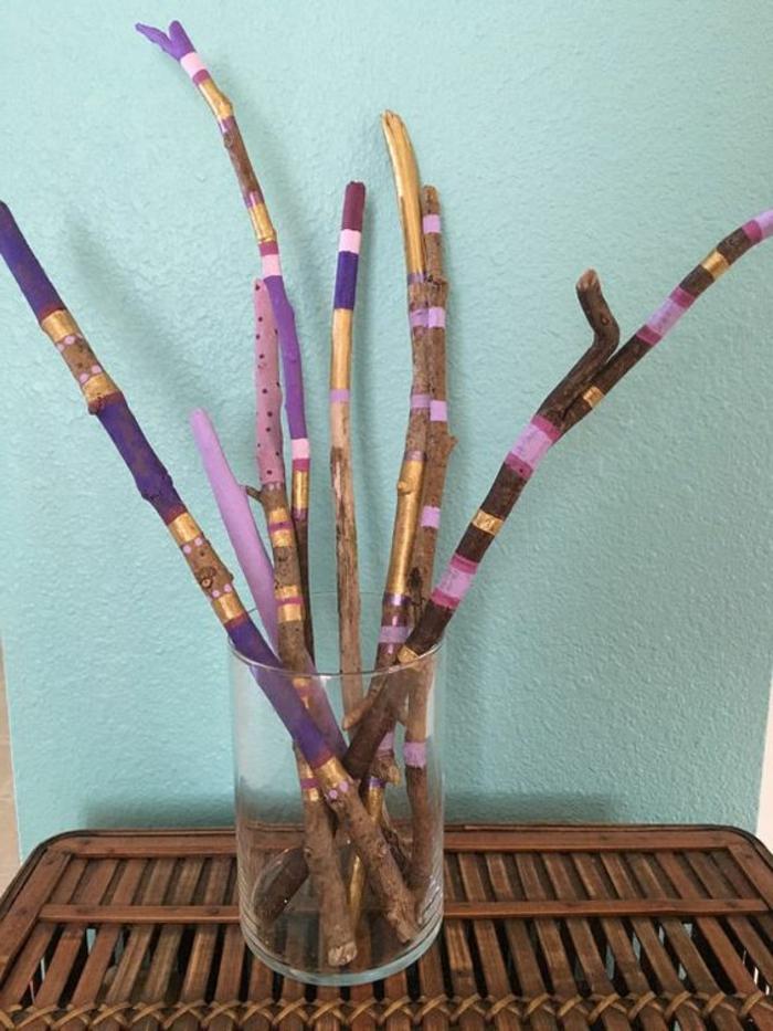 bouquet de bâtons en bois flotté colorés