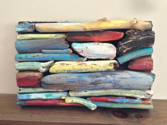 tableau bois flotté, sculpture de bois en couleurs différentes