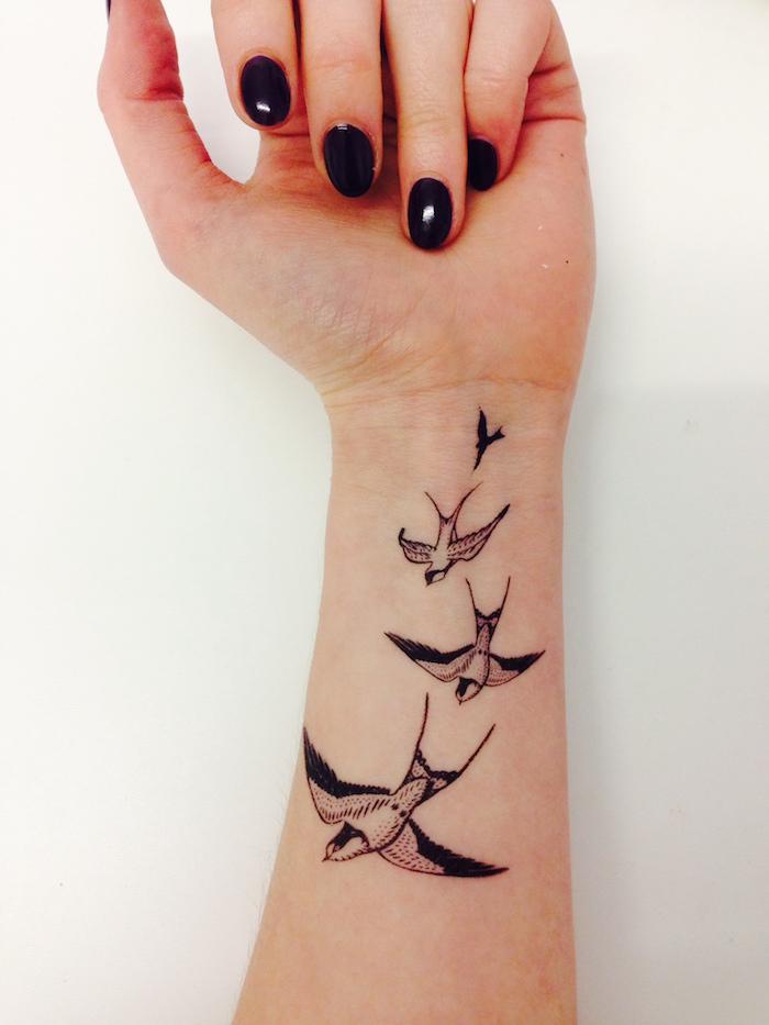 tataouge hirondelle bras femme teporaire tattoo ephemere