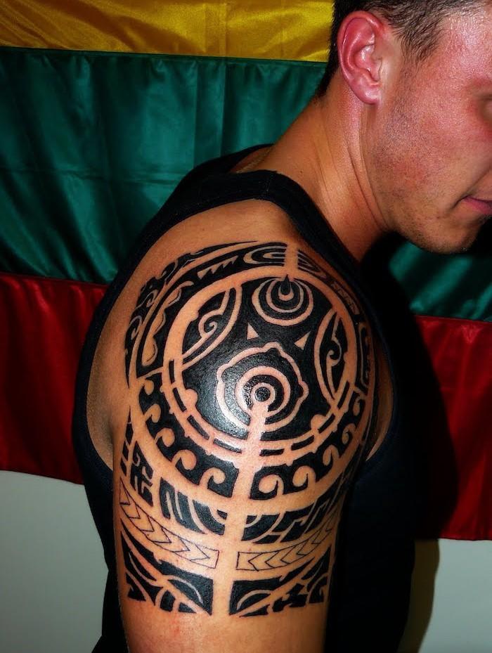 tatouage hawaien hawai polynesien polynésies tattoo tahiti tatoueur épaule