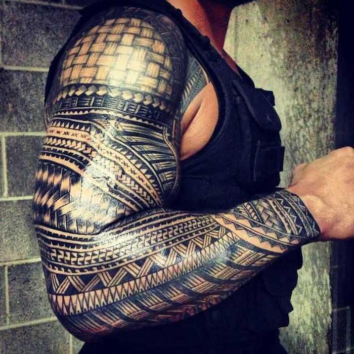 tatouage maorie avant bras homme dessin maori symbole polynésien