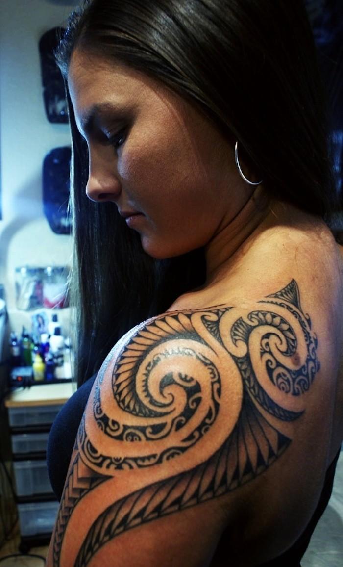 Tatouage polynesien poitrine - Tatouage femme poitrine ...