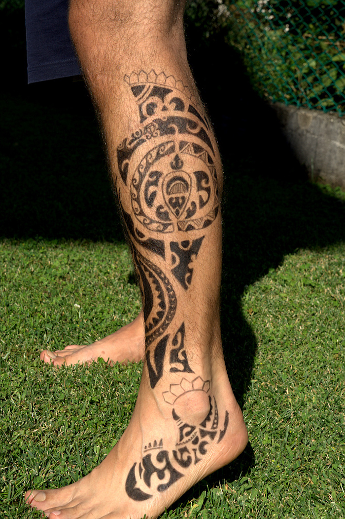 tatouage maorie mollet bras maori signification polinesien tahitien polynésiens samoa