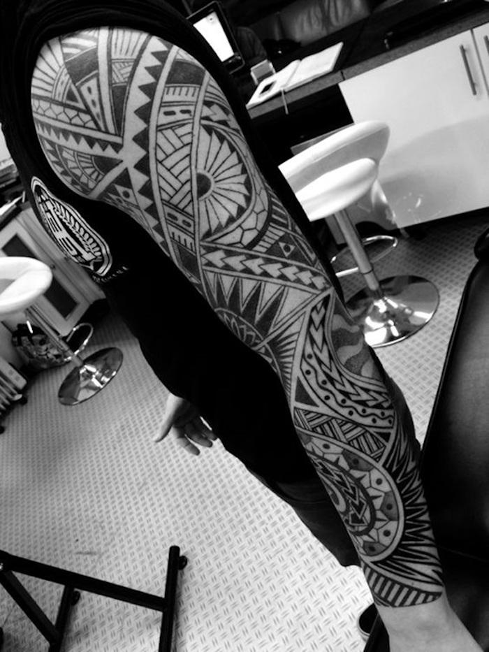 tatouage polinesien tahitien polynésiens indonésien tatoueur tattoo maorie