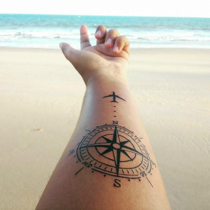 symbole de liberté tatouage bousole et signification rose des vents tattoo voyage