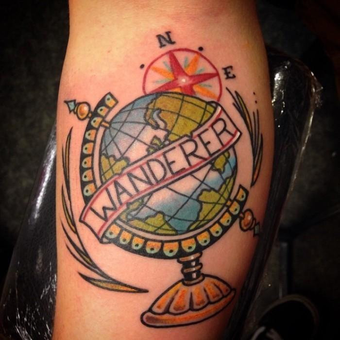 tatoueur lisbonne globe terre en couleurs comme symbole de liberté et voyage