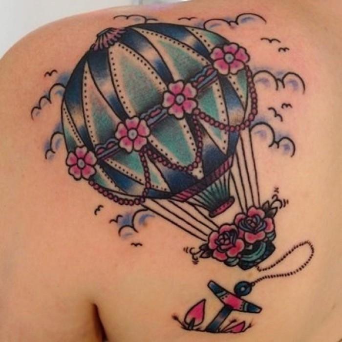 tattoo de montgolfiere en couleurs comme tatouage liberté symbole