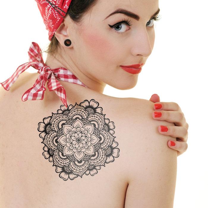 tatouages ephemere femme pas cher idées rosace roses dos tatouage tattoo