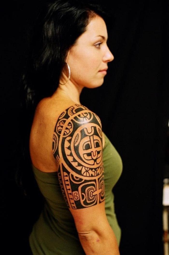 tatouages maoris pour femme tattoo épaule fille style polynesien