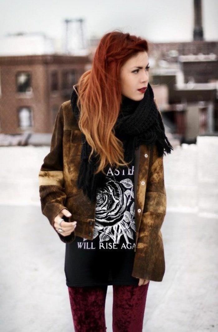 des cheveux tie and dye de style grunge, coloration qui joue avec les différentes nuances du roux