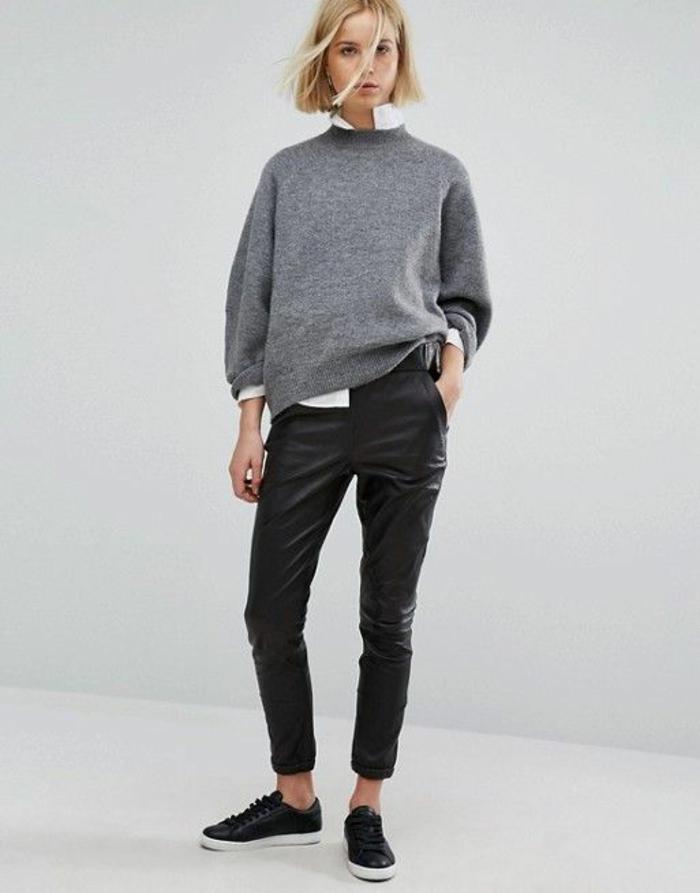 tendance-cuir-pantalon-en-cuir-femme-pull-gris-chemise-baskets