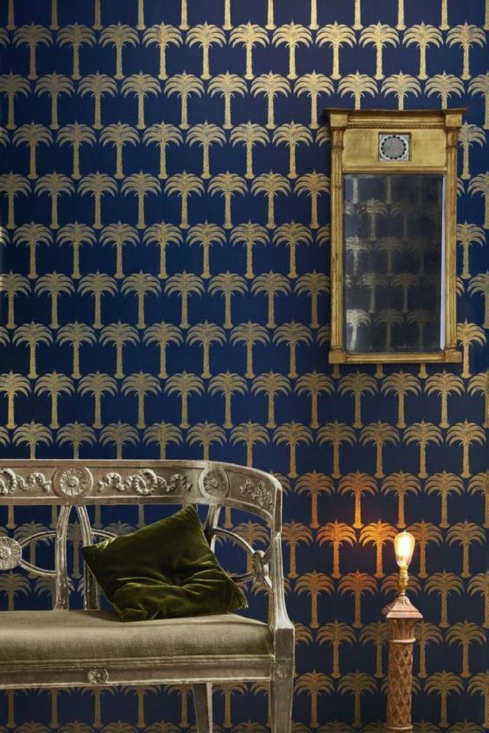 1001 mod les de papier peint tropical et exotique for Decoration chambre bleu nuit et or
