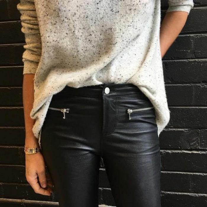tendance-pantalon-femme-cuir-et-pull-ample