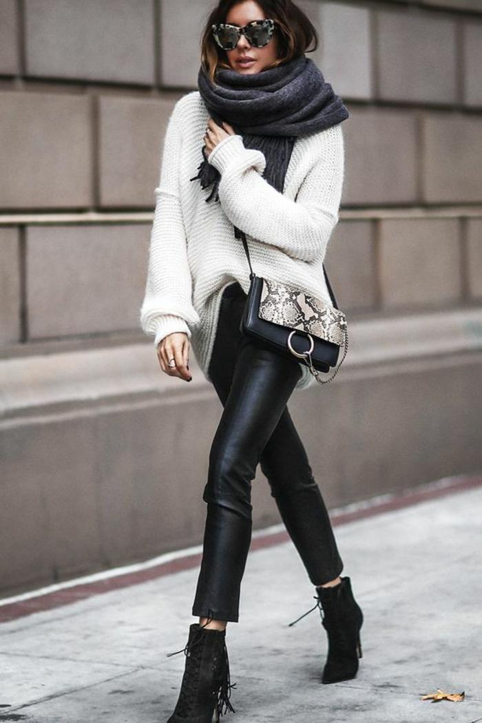 tendance-pantalon-simili-cuir-gros-pull-blanc-bottines-à-talons