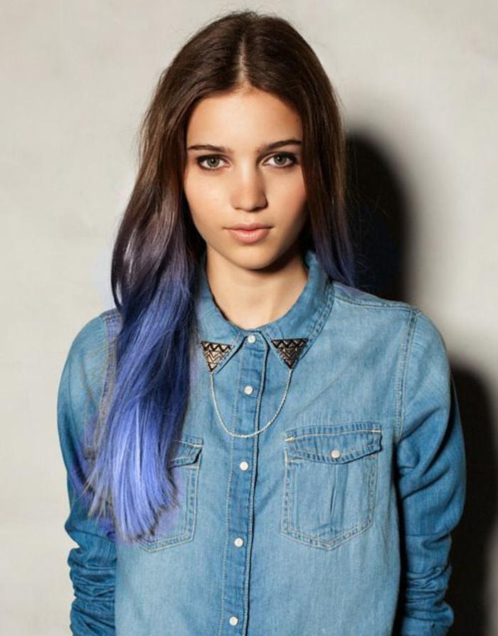 une coloration tie and dye assez nette, couleur flashy dans les cheveux