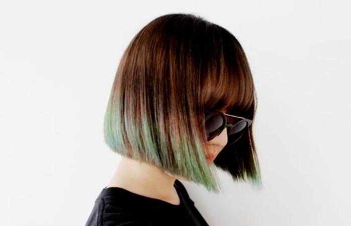 une coupe carré classique en pointes tie and dye couleur vert pastel