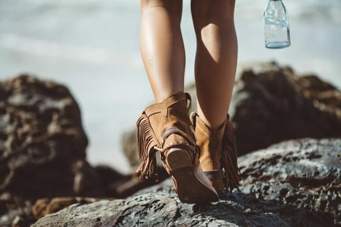 comment porter des bottines, modèle chaussures marron à franges