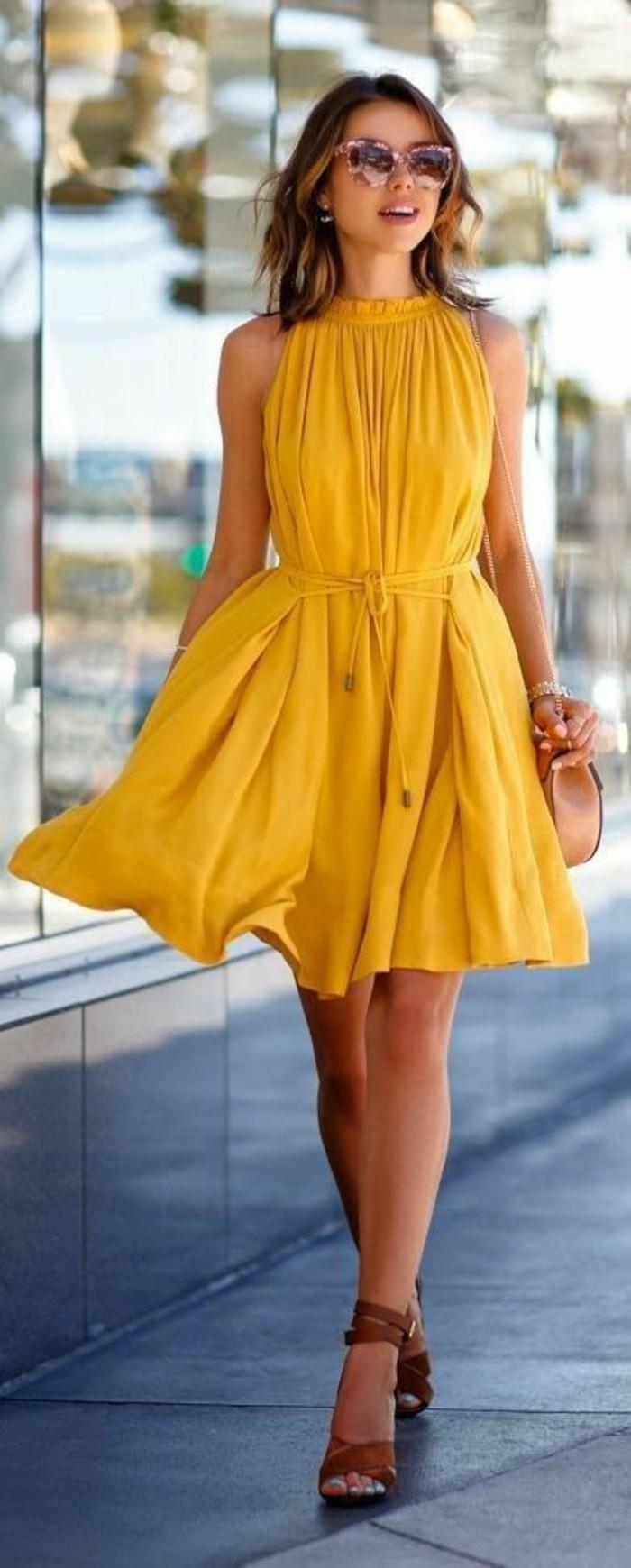 tenue-casual-chic-femme-tenue-cool-chic-femme-bien-habillée-robe-jaune-jolie
