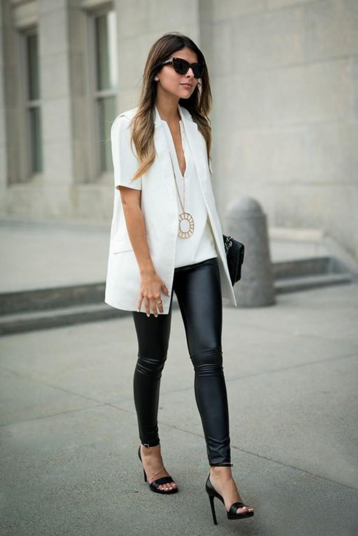 tenue-chic-et-élégante-top'blanc-veste-blanche-legging-simili-cuir