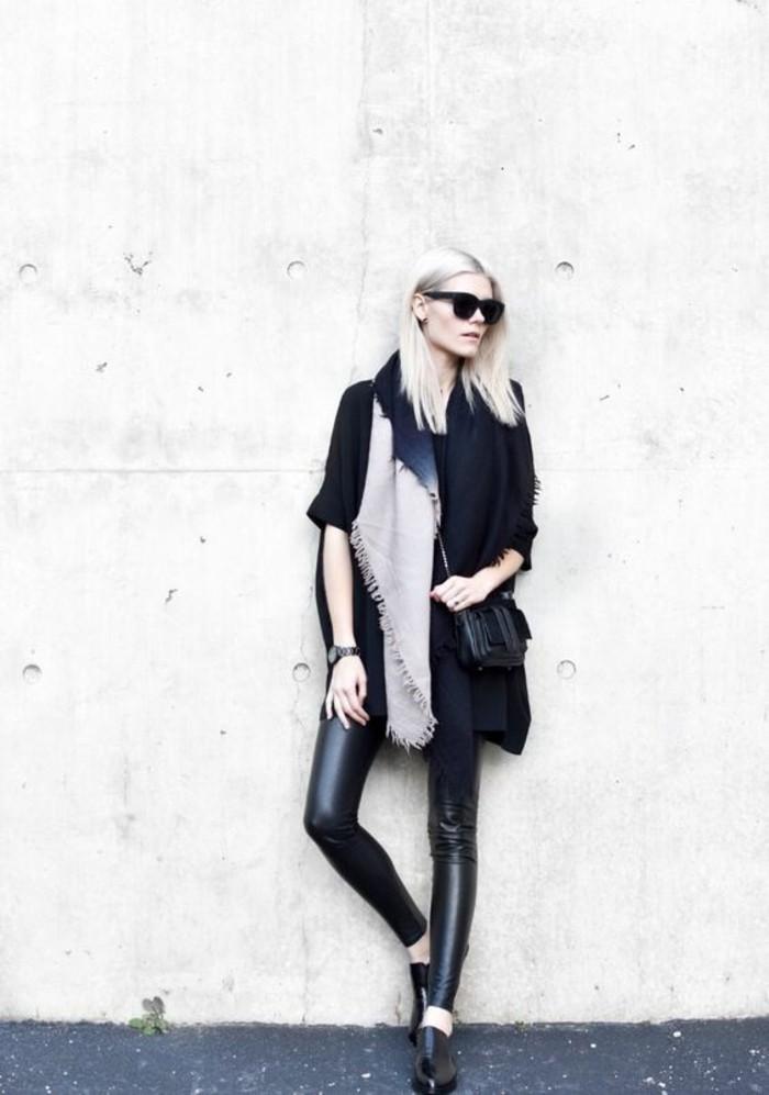 tenue-chic-legging-cuir-large-foulard-lunettes-de-soleil-tendance