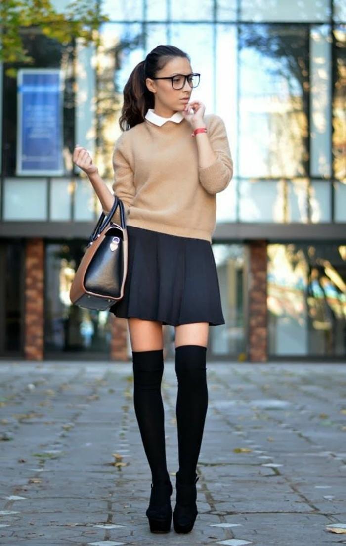 tenue-d'écolière-blouse-col-claudine-jupe-évasée-chaussettes-hautes