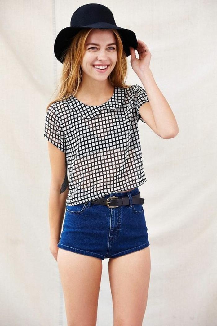 tenue-d'été-avec-chemisette-femme-à-carreaux-col-claudine-classique