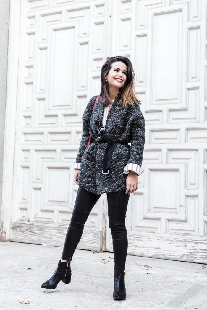 tenue avec bottines, legging en cuir, veste gris et noir, sac à main rouge