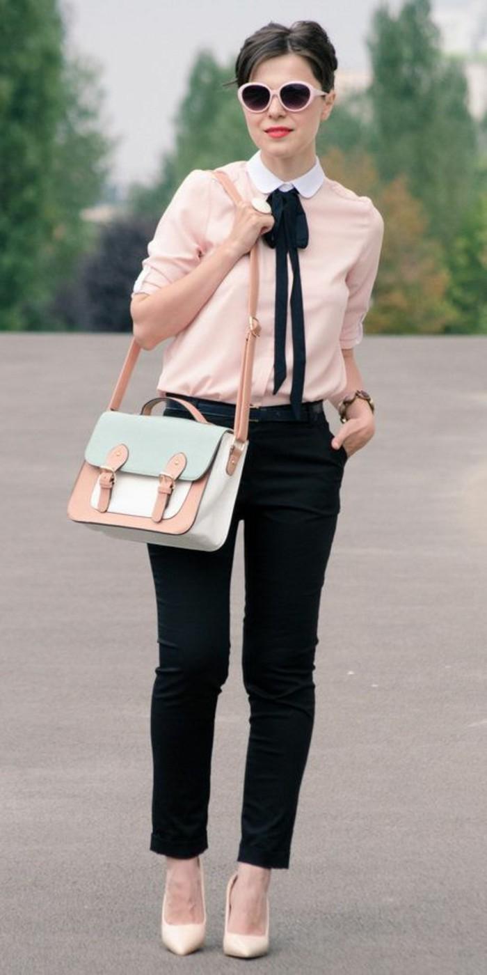 tenue-rétro-et-chic-couelurs-pastel-chemisier-col-claudine-femme-col-noué-pantalon-noir