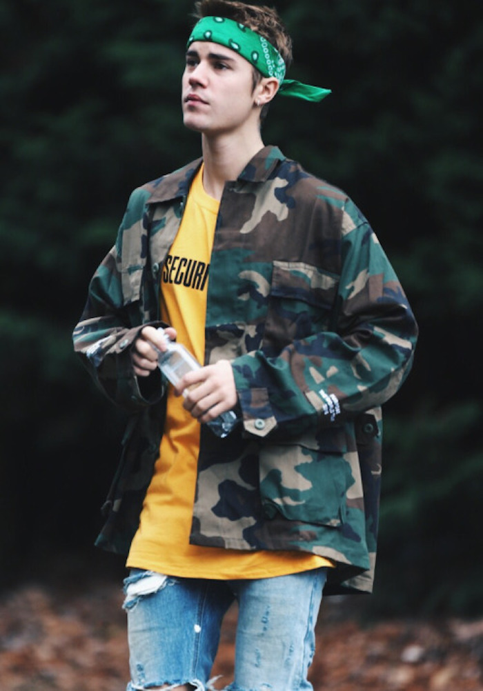 justin bieber en veste militaire camouflage et bandana vert