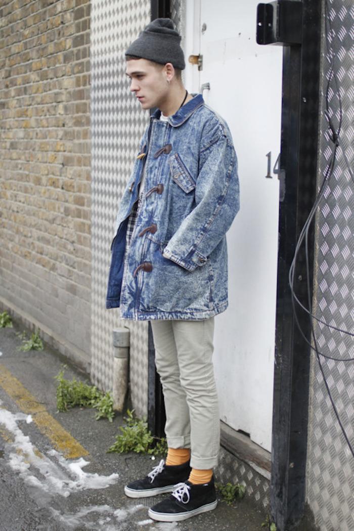 style hipster avec veste en jean large retro et chino à ourlets