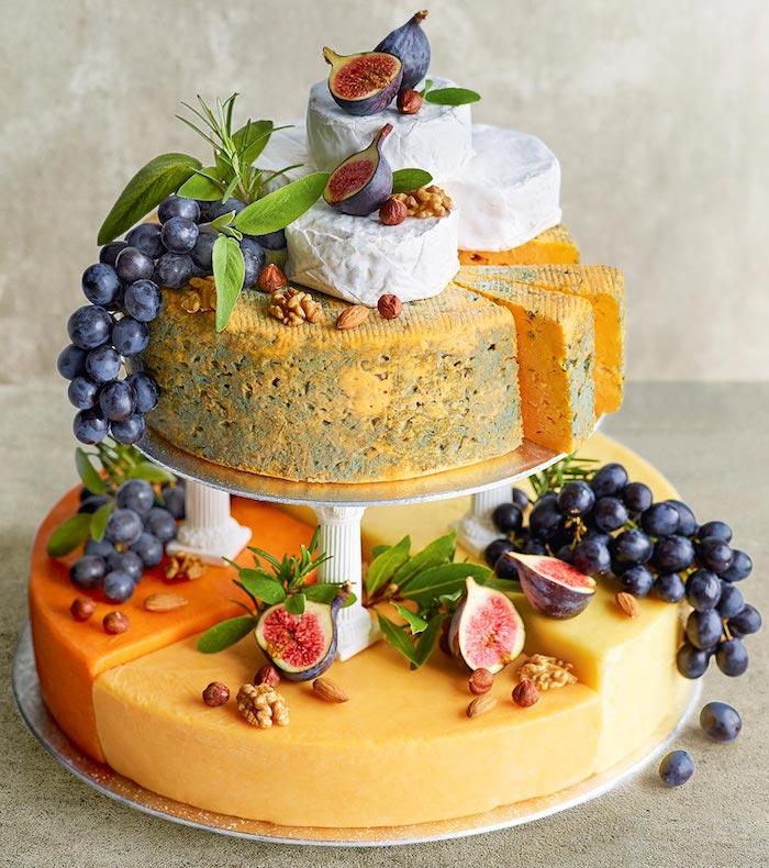 dessert facile et rapide et original, idee gateau illusion motif fromage francáis décoré de noix et fruits
