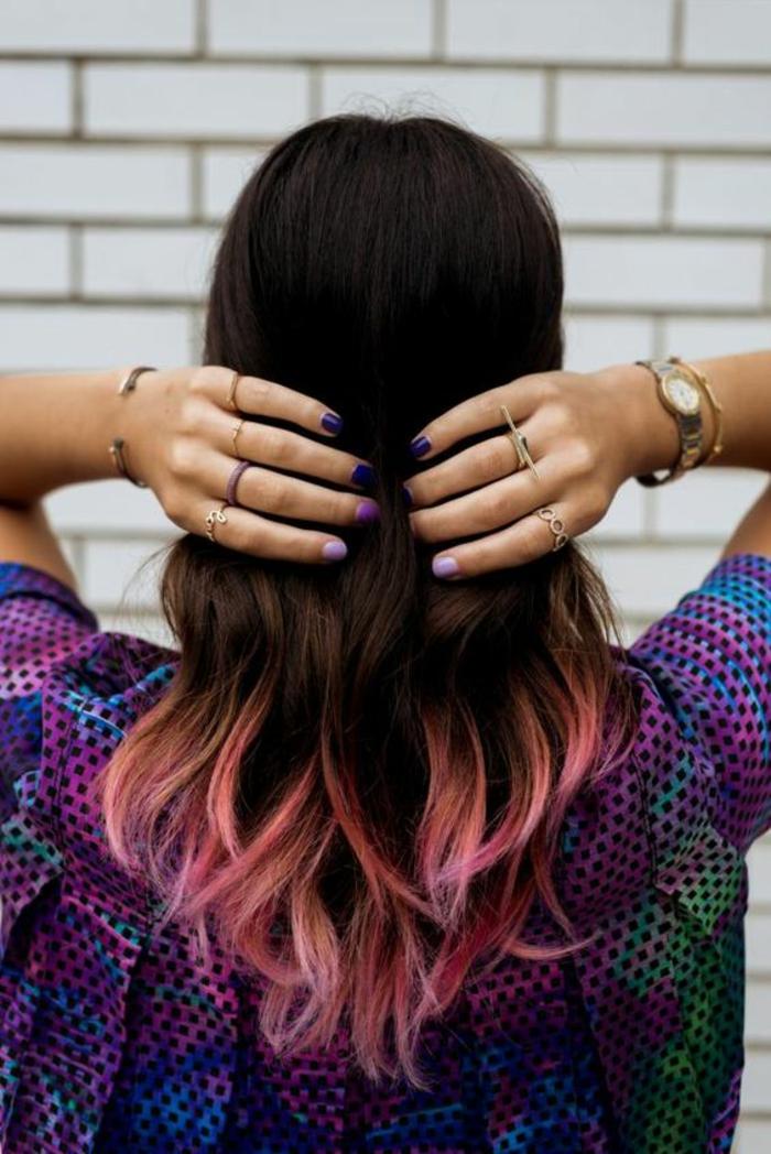 un tie and dye couleur pastel pour démarquer les pointes d'une manière originale