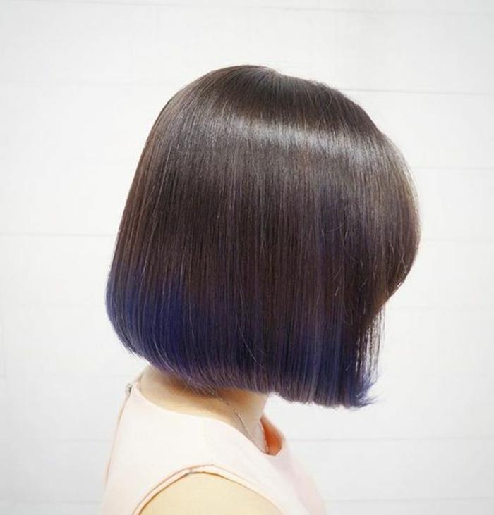 une coupe au carré classique modernisée par un tie and dye couleur violet