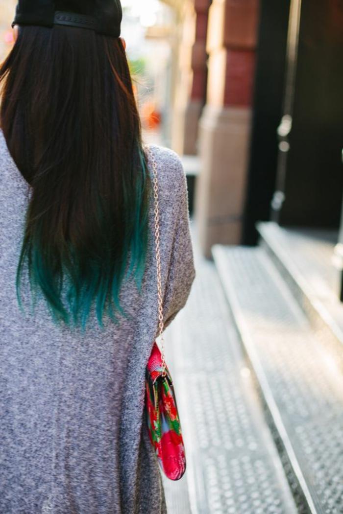 les nouvelles tendances dans la coloration des cheveux, un tie and dye couleur vert d'eau