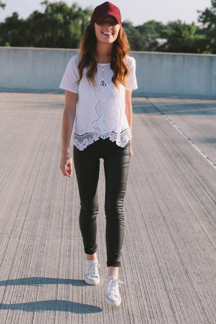 top-motif-dentelle-baskets-pantalon-cuir