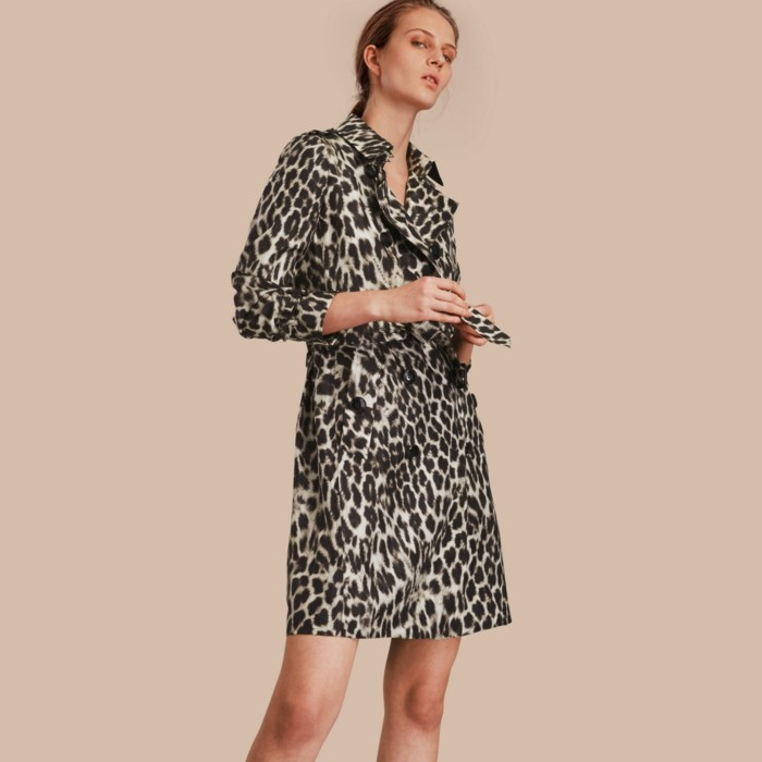 trench-femme-aux-prints-animaliers-Burberry-mini