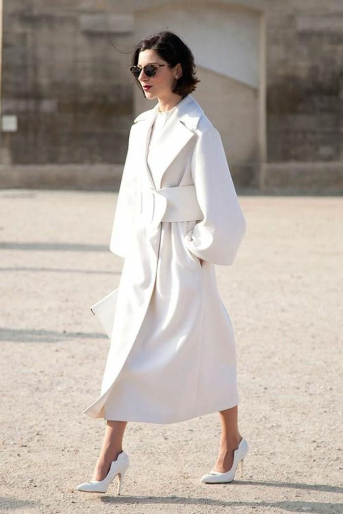 trench-femme-blanc-avec-ceinture-large-extravagante