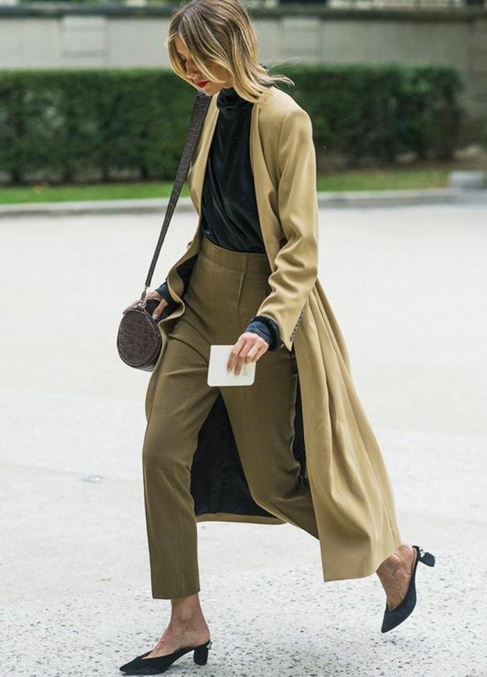 trench-femme-couleur-vert-clair-long-porté-sans-ceinture