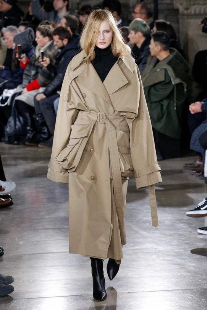 trench-femme-en-beige-avec-des-poches-besaces-extra-size