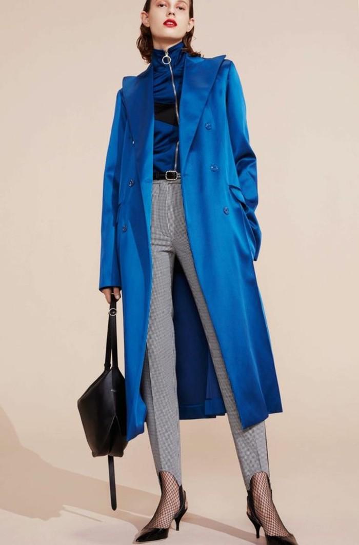 trench-femme-en-bleu-royal-longueur-sous-les-genoux