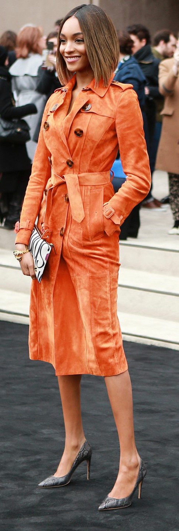 trench-femme-en-orange-vif-bonne-mine