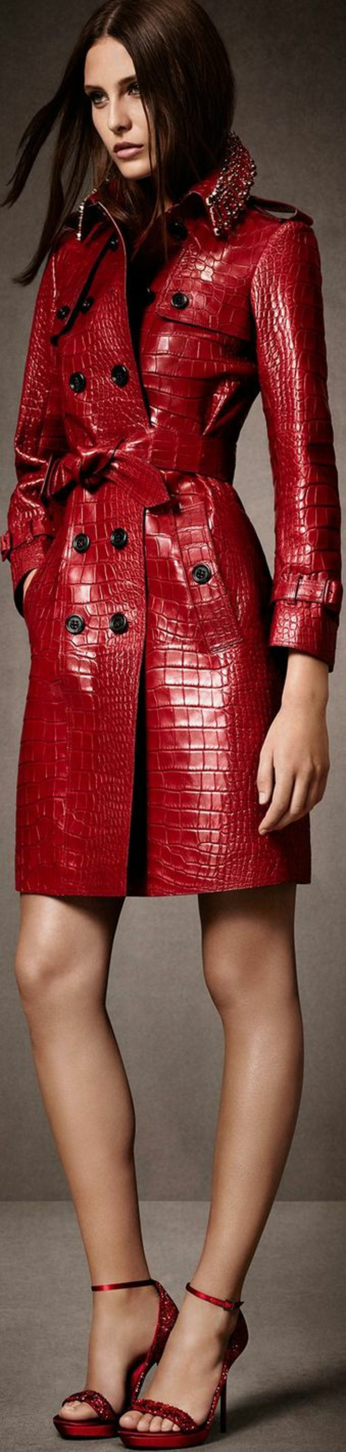 trench-femme-en-rouge-aux-motifs-croco-Burberry